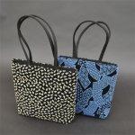 画像2: [印傳調]【期間限定特別価格】ファスナー付二本手バッグ(小)※柄はおまかせになります。 (2)