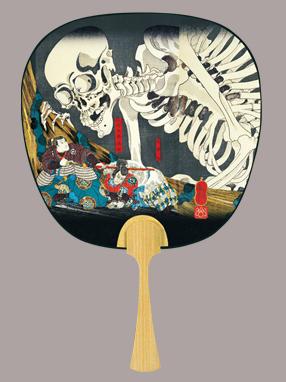 画像1: 【うちわ】【伝統の美】 中型うちわ  国芳・相馬の古内裏 (1)